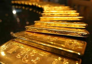 Gold Prices Edge Down as Tariff Reports Push Dollar Higher